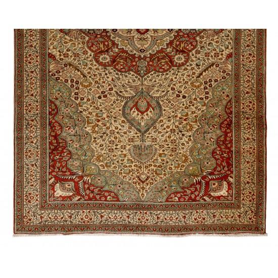 Fine Vintage Kayseri Rug. Excellent condition, even medium wool pile on cotton foundation