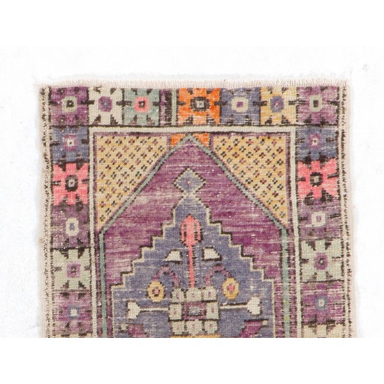 Vintage Anatolian Village Accent Rug with Medallion Design. Small Hand-Knotted Carpet